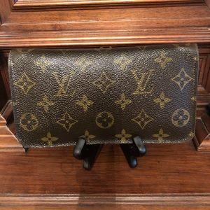 Authentic Louie Vuitton Zippy Long Wallet